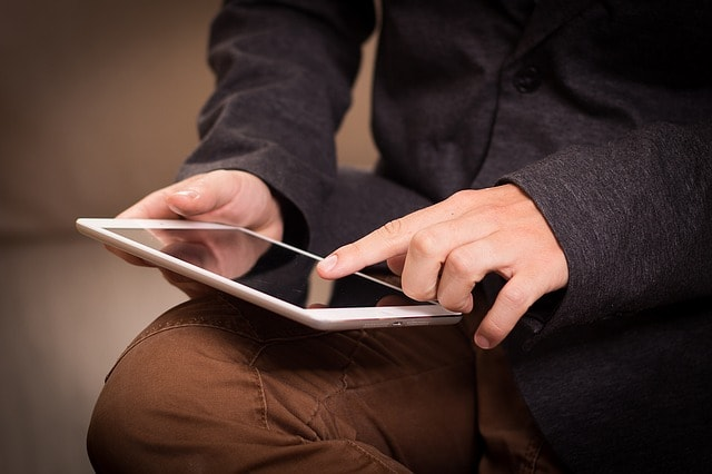 Man hands with ipad