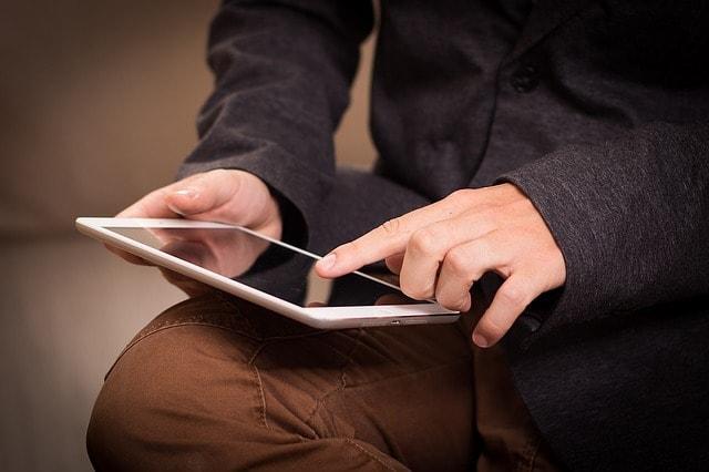 Man hands with ipad